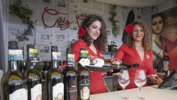 La Cata de Vino Montilla Moriles 2017 se celebra en la explanada de la Diputación.