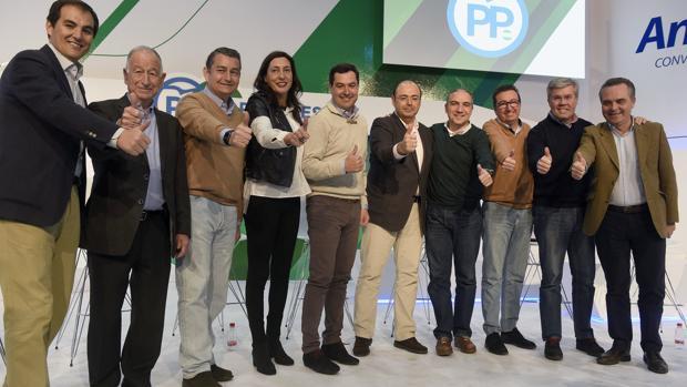 Moreno y la secretaria regional Loles López posaron en enero con los ocho presidentes provinciales