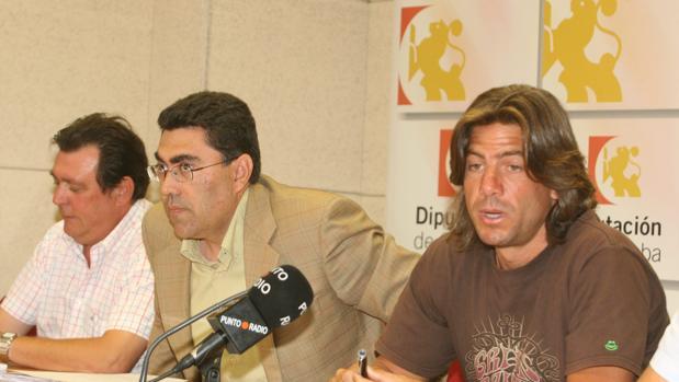 Expósito (en el centro), en 2008 durantE su etapa como presidente del Consorcio de Bomberos