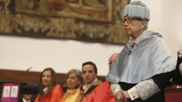 García Baena, hoy durante la ceremonia de su investidura como honoris causa en la Universidad de Salamanca
