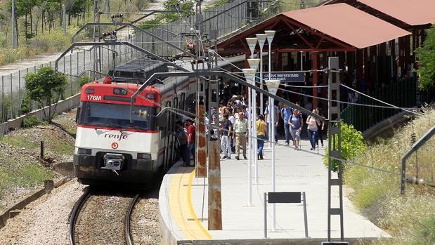 Andén del Cercanías de Córdoba al Campus Universitario de Rabanales