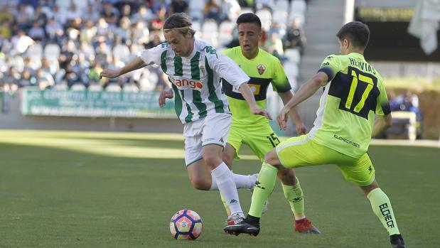 El cordobés Javi Lara es uno de los fichajes de invierno del Córdoba CF