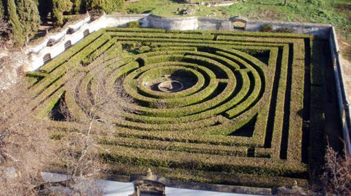 Imagen de los jardines antes de ser podados.