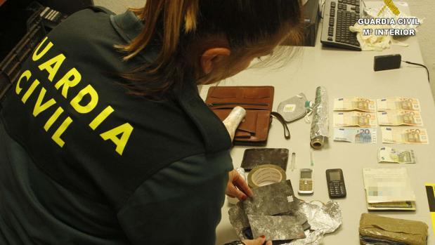 Material intervenido durante la operación en Huelva
