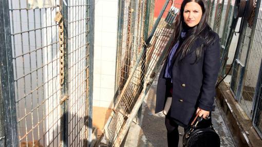 La concejal Inés Plaza, en las inslaciones del Zoosanitario