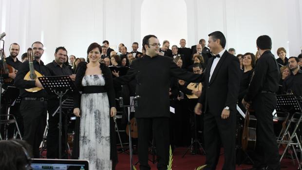 Antonio Moral, en el centro, durante un concierto