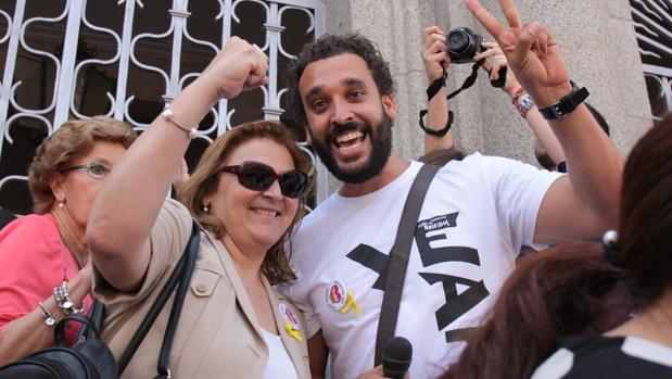 Spiriman, junto a Paloma Hergueta, en la reciente manifestación de Huelva
