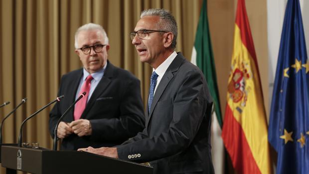 El consejero José Sánchez Maldonado, el martes en una rueda de prensa junto al portavoz del Gobierno andaluz