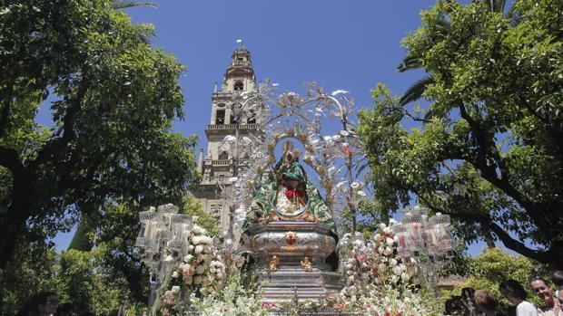 La Virgen de la Cabeza, en el Patio de los Naranjos
