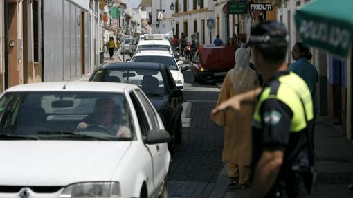 Tráfico en la calle San Fernando durante la Feria de Córdoba del año pasado