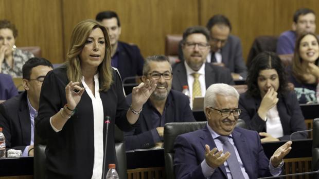 Susana Díaz y Manuel Jiménez Barrios en la última sesión de control al Gobierno en el Parlamento