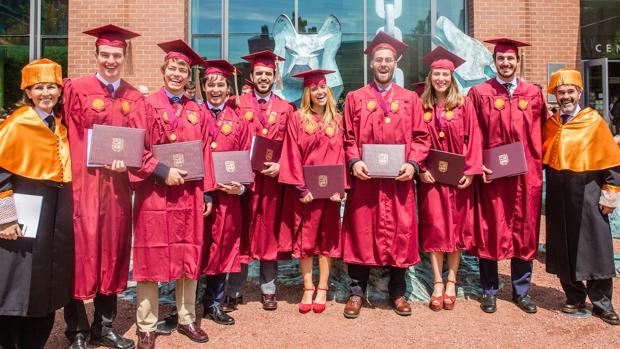 Se gradúa la primera promoción de titulados en las Universidades Loyola de Andalucía y Chicago