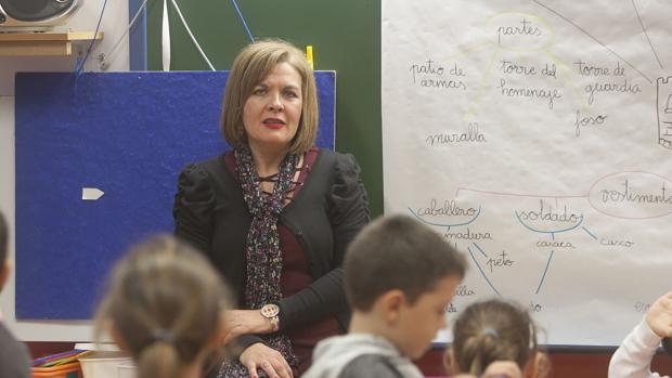 La profesora de Religión Ana Cabezas con sus alumnos