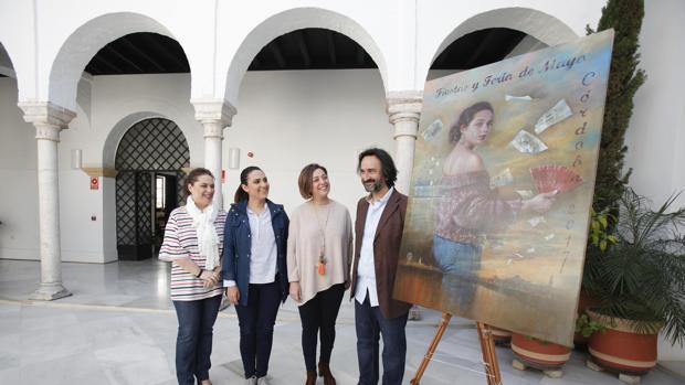 El autor de la pintura, Rafael Cervantes, junto a la alcaldesa, Isabel Ambrosio (PSOE)