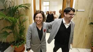 La alcaldesa, Isabel Ambrosio, y Pedro García en el Ayuntamiento