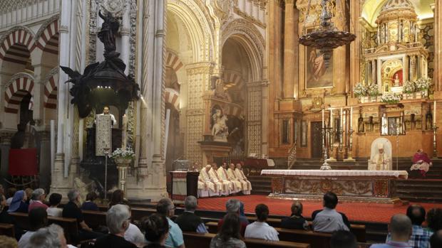 El obispo, durante su homilía en la Catedral