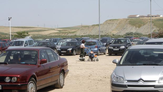 Vehículos aparcados en el parking de la Feria de Córdoba
