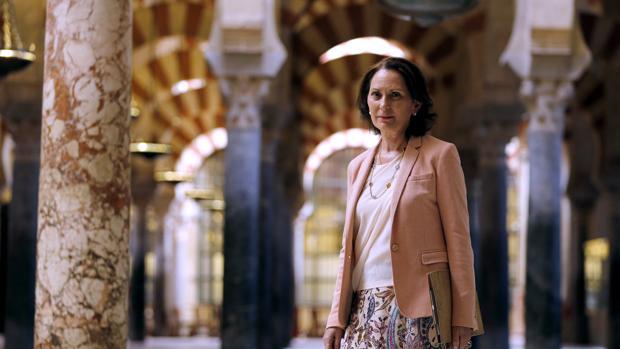 La medievalista Gloria Lora en el interior de la Mezquita-Catedral