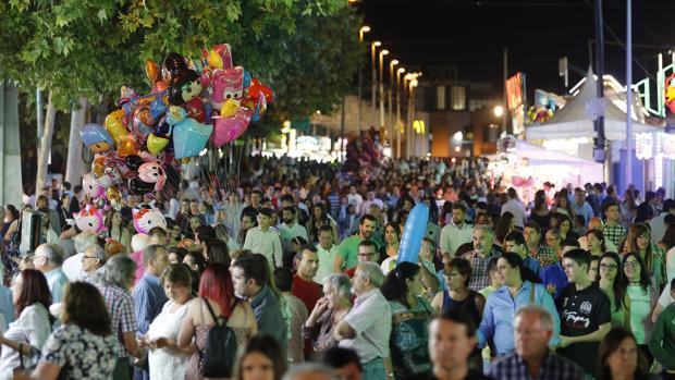 Ambiente nocturno en la Feria de Córdoba
