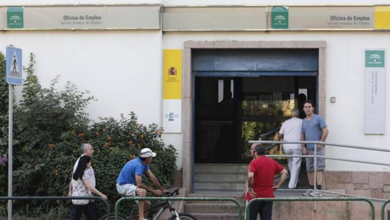 La agricultura y la hosteler a dejan parados menos for Oficina de empleo sevilla
