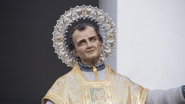 La imagen de San Juan Bosco, con la aureola