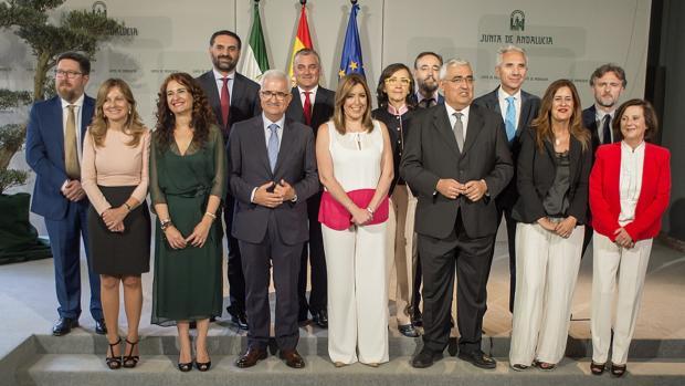 El Gobierno andaluz al completo tras la toma de posesión de los nuevos consejeros