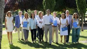 El portavoz del PP en el Ayuntamiento, José María Bellido, junto con el grupo de concejales del Grupo Popular