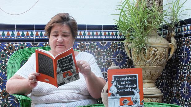 Rosario González Puentes con su nueva obra