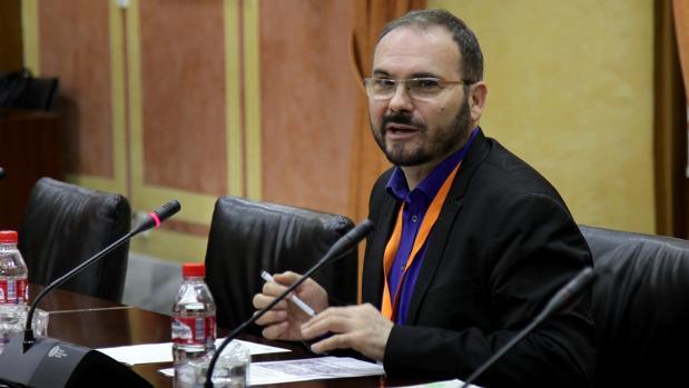 Juan Moreno, en una reunión en el Parlamento de Andalucía