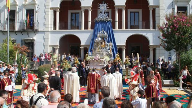Altar del Corpus Christi en la plaza de la Constitución de Priego