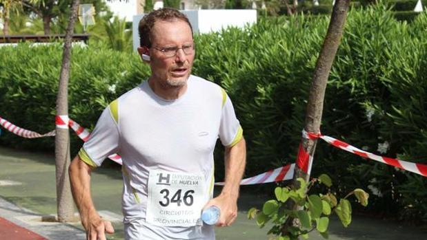 El profesor universitario y atleta popular Joss Pinches ha sido localizado tras estar extraviado unas 19 horas
