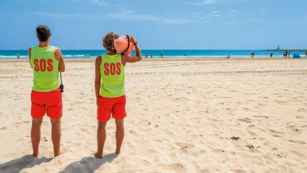 A falta de legislación estatal, los ayuntamientos puedan establecer regulaciones en sus playas