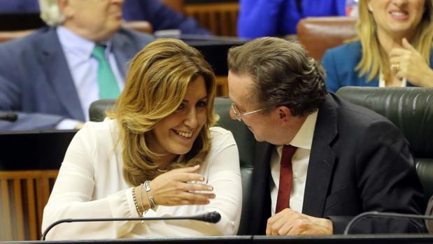 El exconsejero de Justicia con la presidenta de la Junta de Andalucía