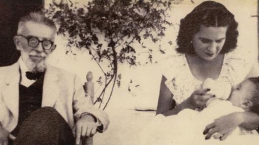 El doctor Gálvez con una de sus hijas