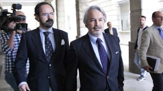 El que fuera director general de la agencia Idea, Jacinto Cañete, a la derecha de la imagen