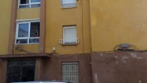 Bloque donde se sitúa la vivienda heredada en La Línea de la Concepción