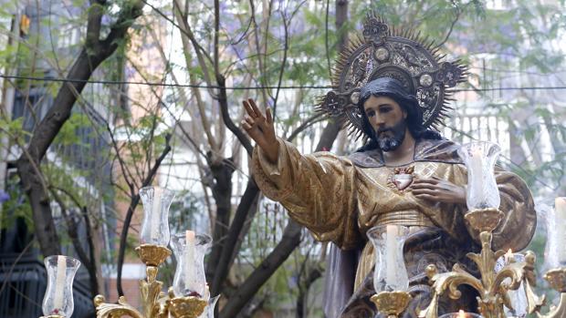 El Sagrado Corazón, durante su procesión