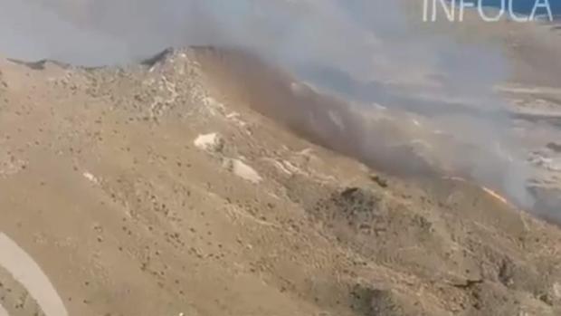 Más de cien familias desalojadas en un incendio en Cabo de Gata