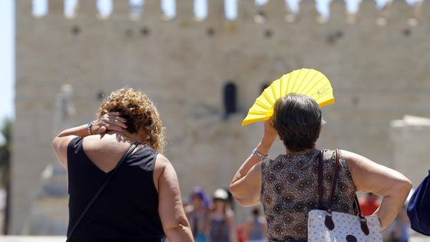 Turistas en el Puente Romano el pasado agosto