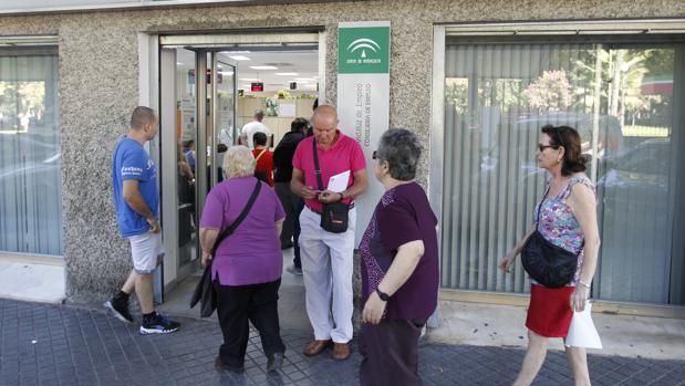 Junio se cierra con parados menos en c rdoba for Oficina de empleo sevilla