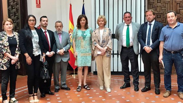Soledad Becerril, hoy con miembros de las plataformas andaluza, aragonesa y asturiana