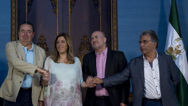 La presidenta de la Junta de Andalucía, Susana Díaz, con responsables de UGT, CSIF y CC.OO.