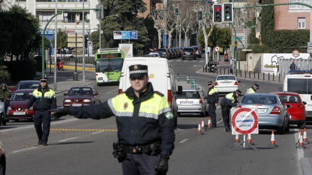 Control de la Policía Local de Córdoba al pie del Brillante