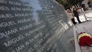 Muro de la Memoria, en homenaje a las víctimas del franquismo, en el cementerio de la Salud
