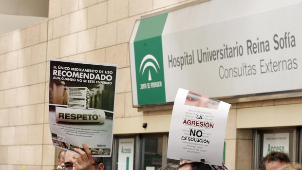 Protesta en el Hospital Universitartio Reina Sofía de Córdoba