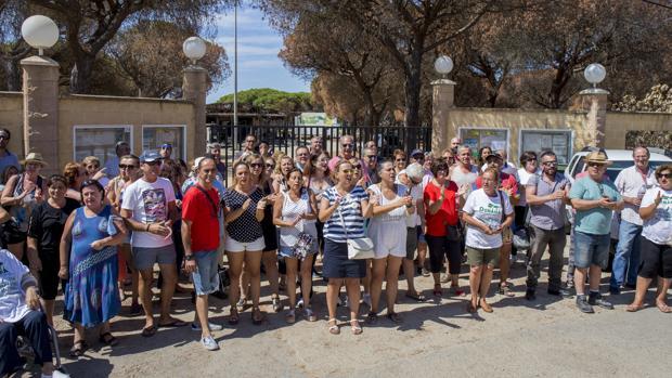 Denuncian que el fuego del camping Doñana se originó en la recepción