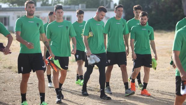 Marc Vito, rodeado de compañeros en el primer día de entrenamientos