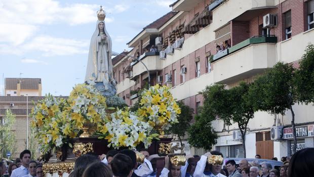 La Virgen de Fátima, durante su procesión