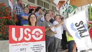Protesta de los sindicatos frente a los juzgados de Córdoba