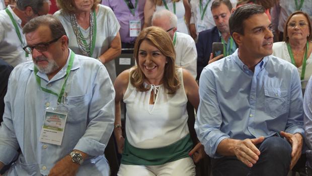 José Rodríguez de la Borbolla, Susana Díaz y Pedro Sánchez, en la clausura del congreso del PSOE-A
